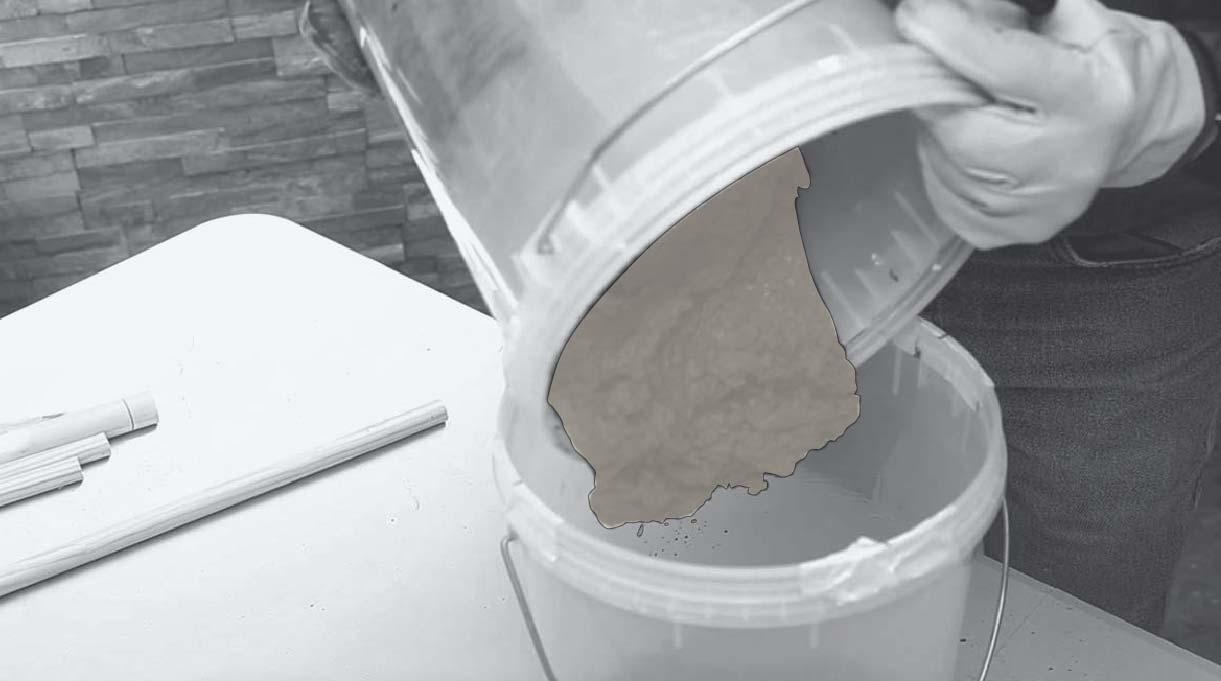 verter la mezcla de cemento dentro del molde