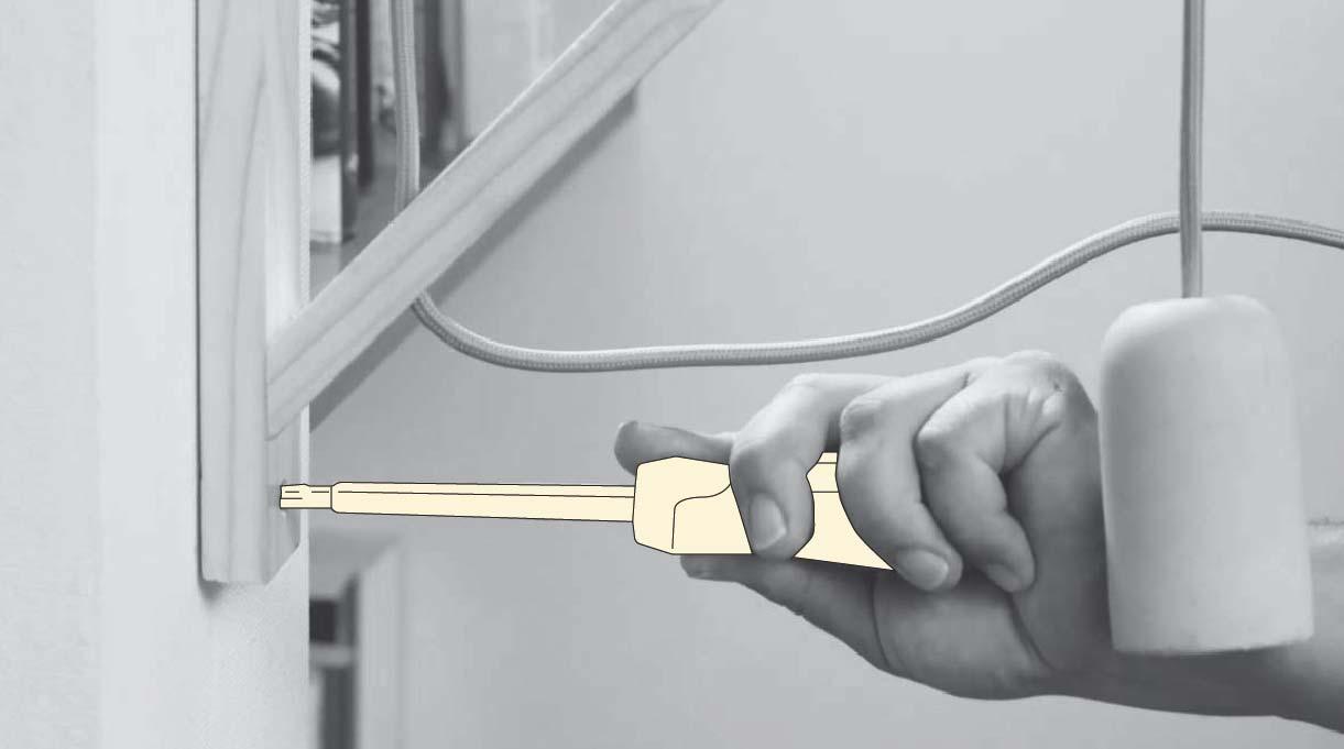 fijar la lámpara al muro ayudándote de un destornillador