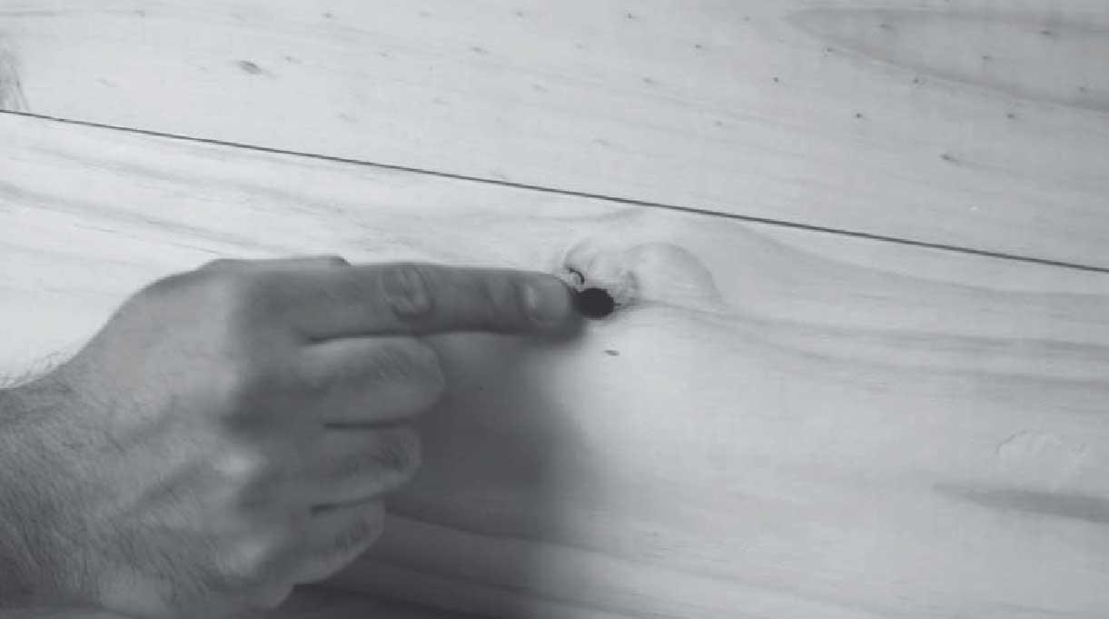 tapar los agujeros de la madera con masilla