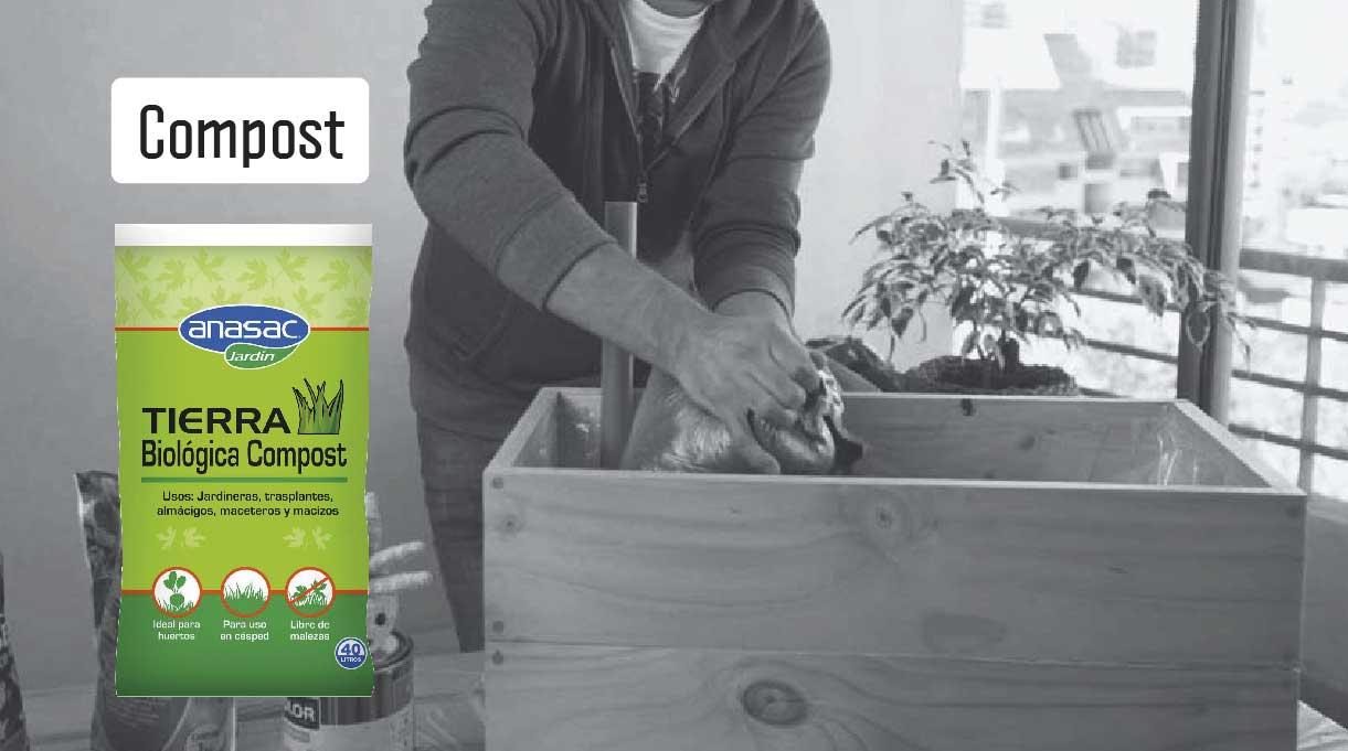echar compost sobre el humus y mezclar todo