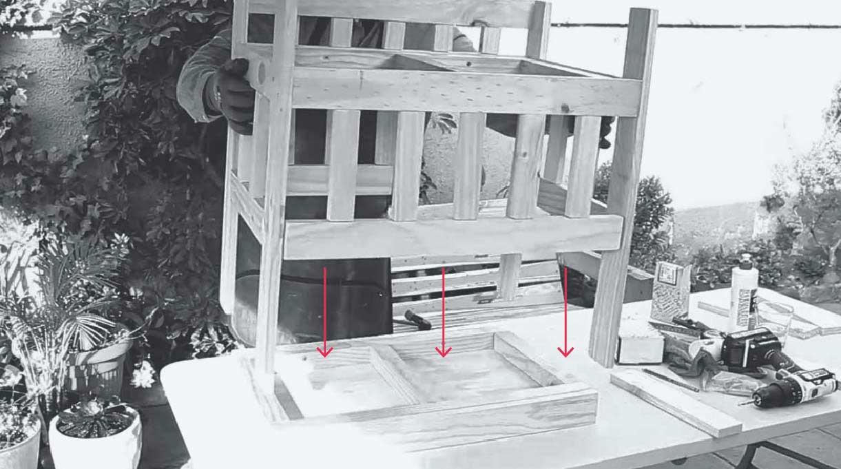 da vuelta la estructura para poder atornillar las tablas de 31,1 cm