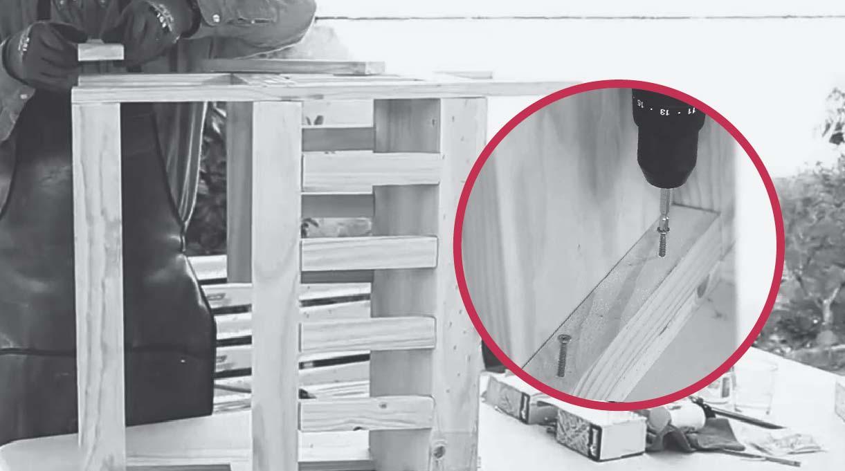 unir la baranda lateral inferior a la bandeja por el interior