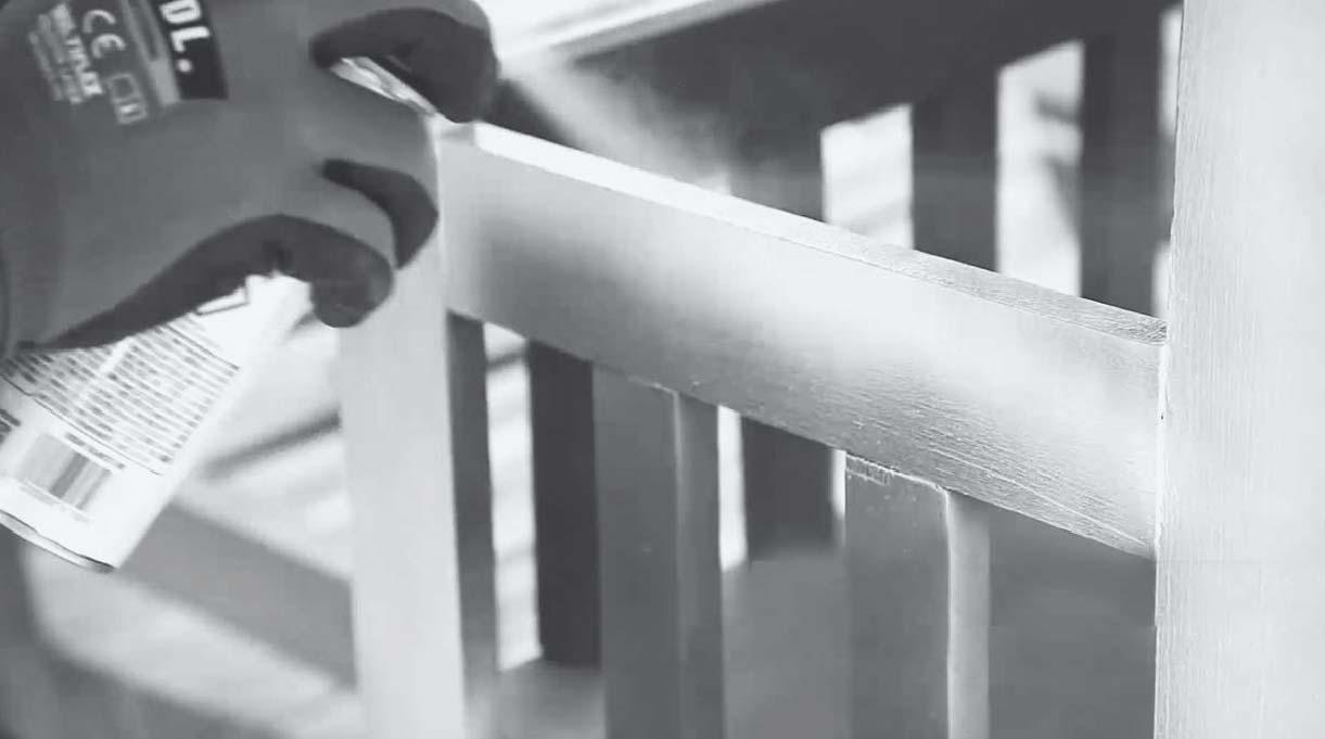 aplicar pintura tizada en spray para muebles