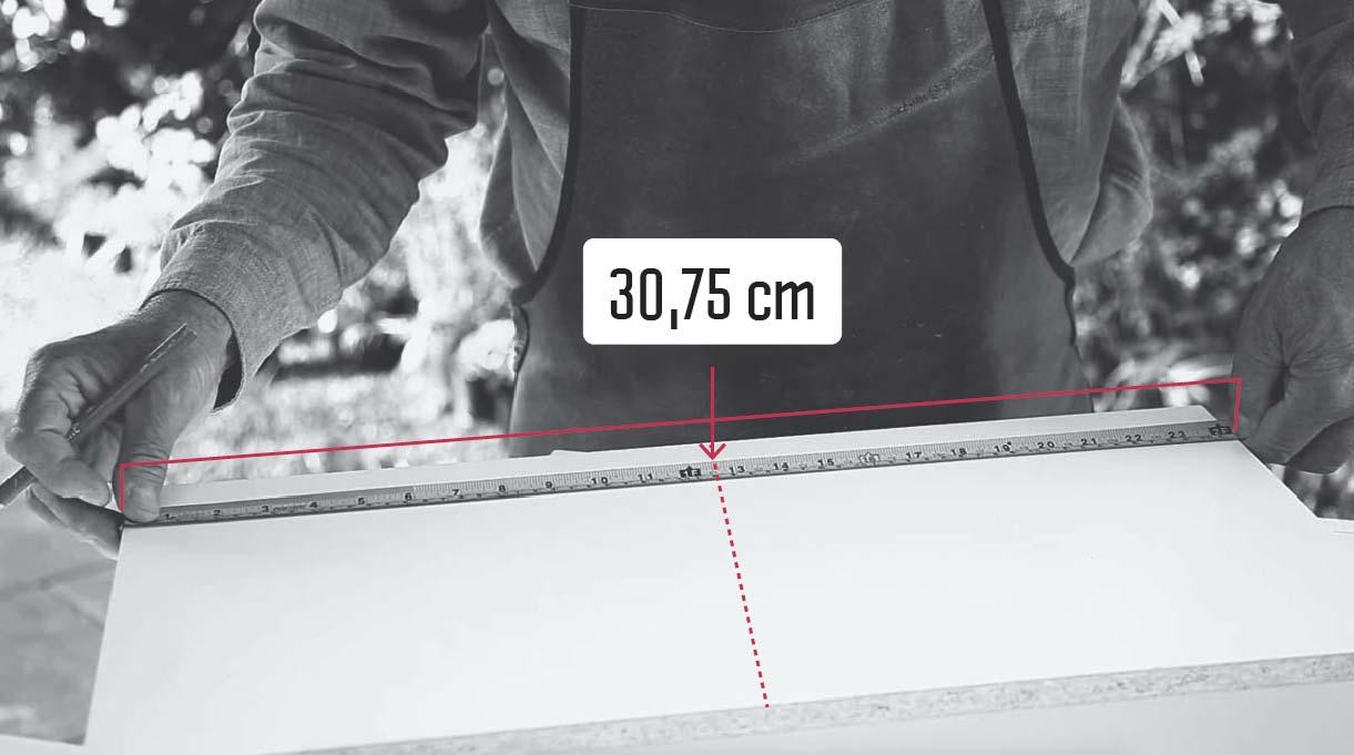 marcar el corte de 61,5 cm a los 30,75 cm