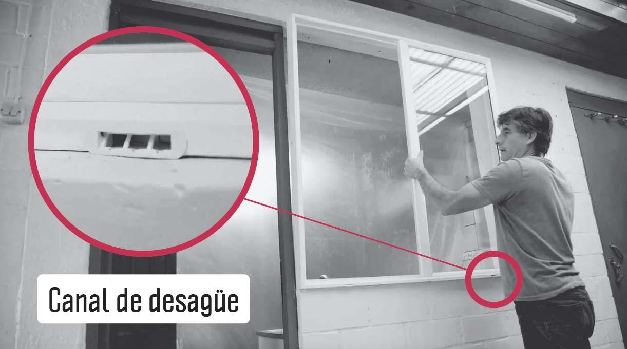 instala la ventana con el canal de desague mirando hacia fuera