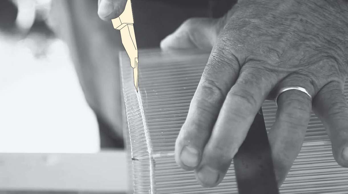 cortar los excedentes del policarbonato con un cuchillo cartonero