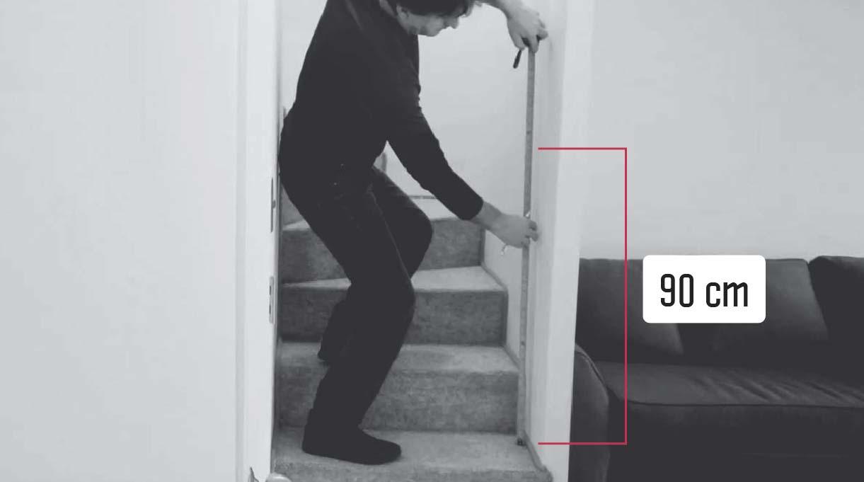 definir la altura del pasamanos midiendo desde el piso 90 cm hacia arriba