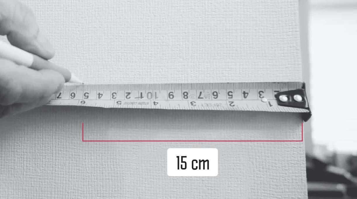 Medir 15 cm desde el borde del muro para determinar el comienzo del pasamanos