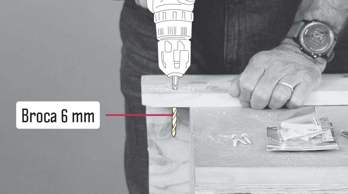 taladro haciendo perforación con broca de 6 mm en un trozo de madera