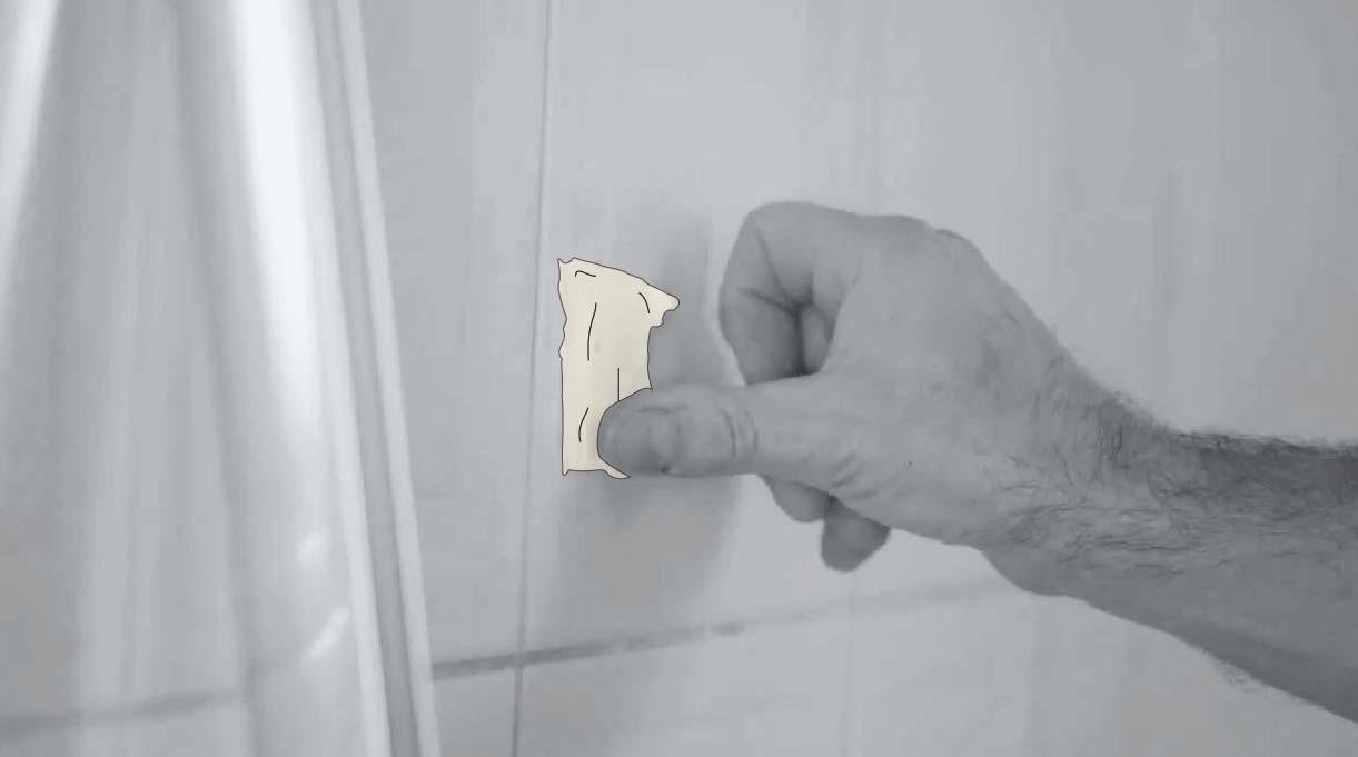 pega un trozo de cinta para enmascarar en el muro y perfora sobre este para que la broca no se resbale