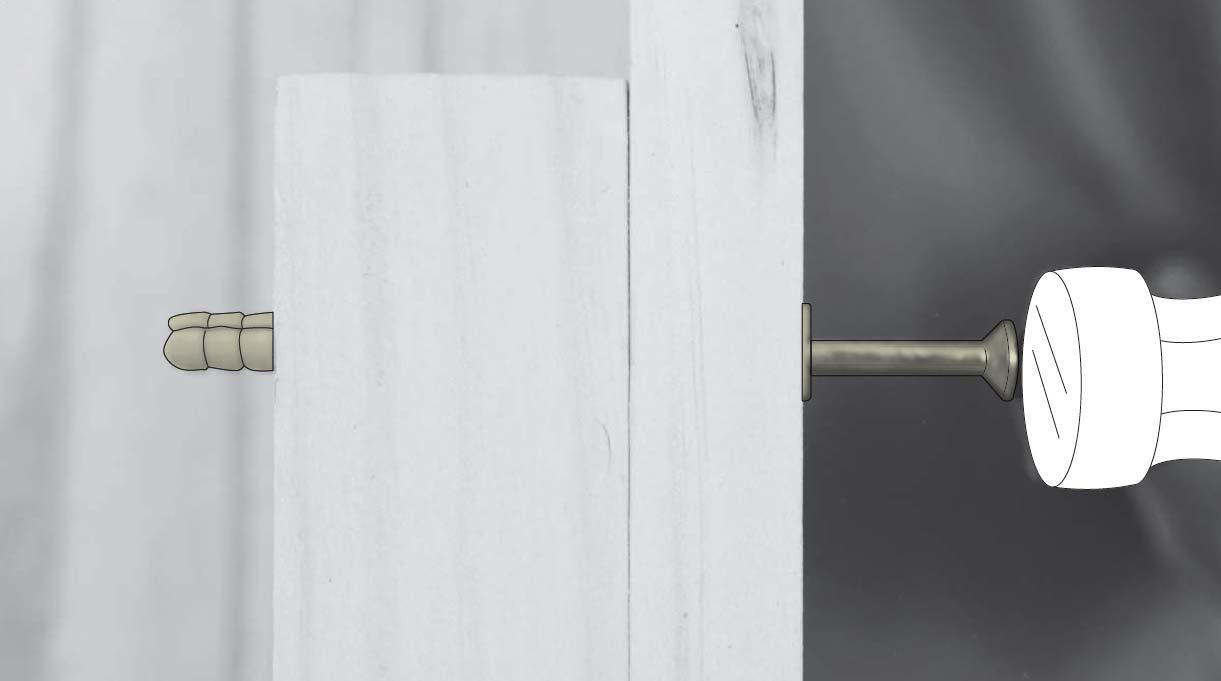 usar martillo para introducir el tarugo clavo en el muro o superficie