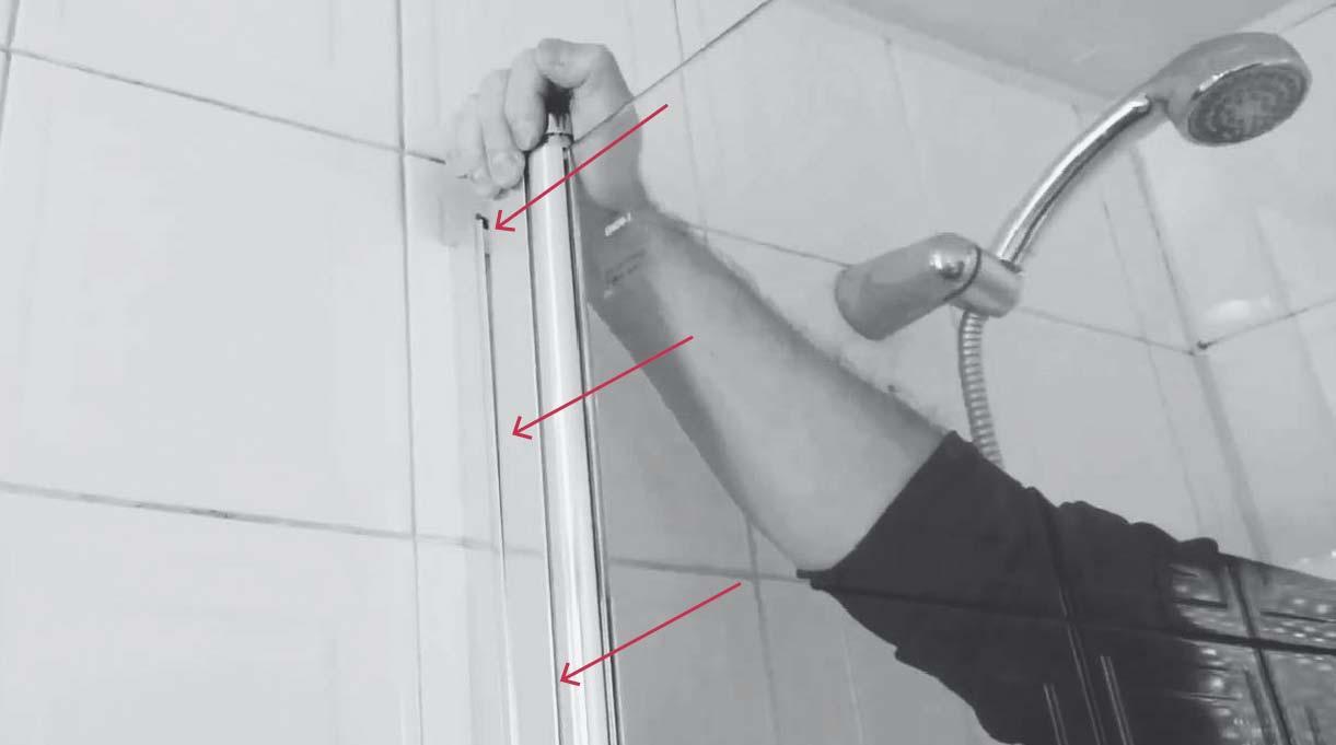 para instalar el vidrio de la mampara encájalo en la ranura de la barra de aluminio