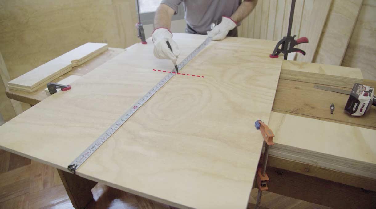 medir y marcar la madera para hacer el calado