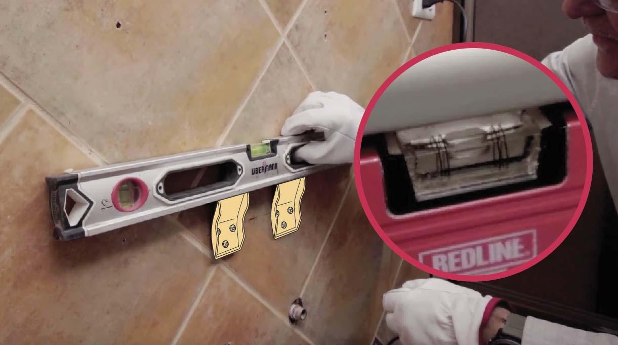 Utilizar un nivel burbuja para asegurarse de dejar derechas las placas de instalación