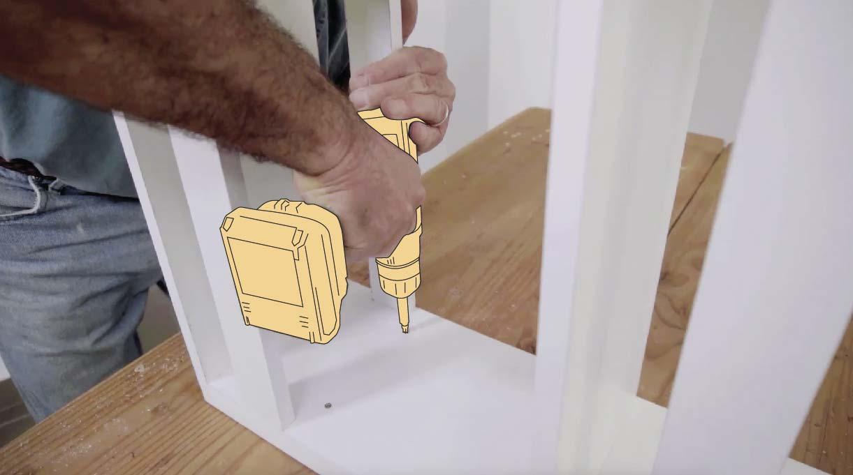 Para unir la segunda tapa, atorníllala desde el interior del mueble para no dejar marcas