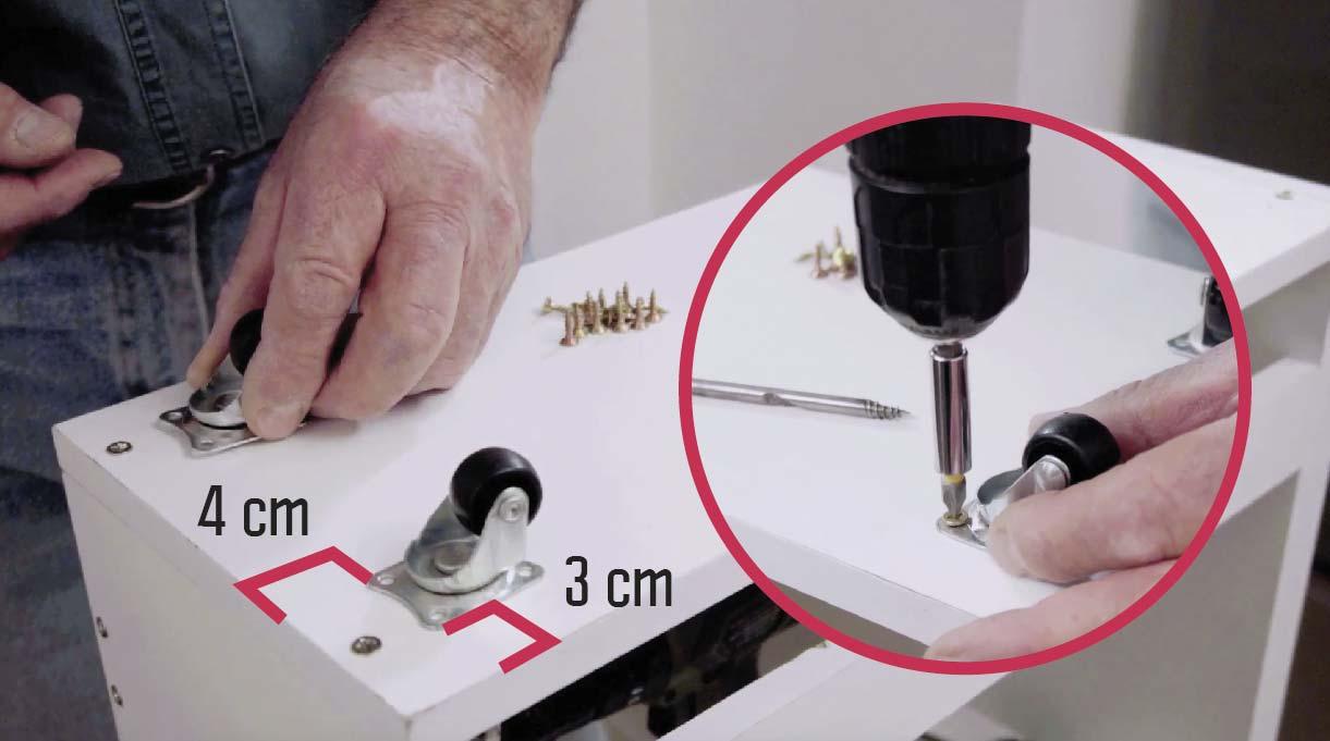 instalar las ruedas en la base a 4 cm desde el borde frontal y trasero y a 3 cm desde los costados