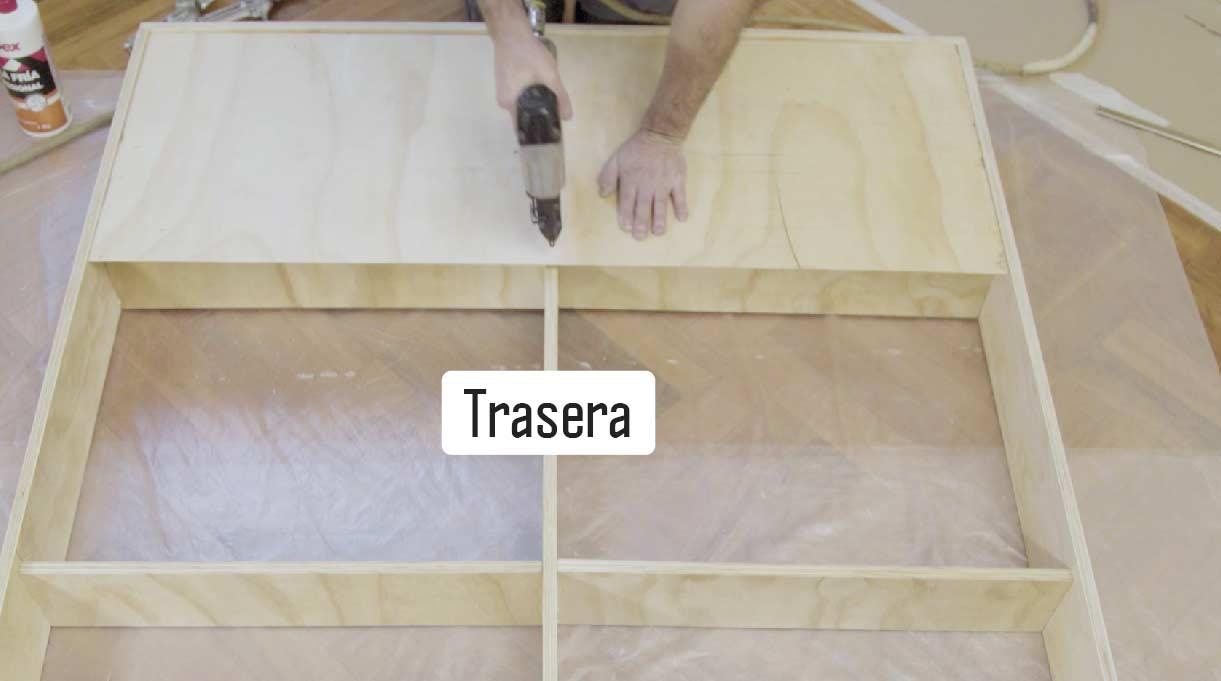instalar las traseras de los módulos laterales y fijar con engrapadora neumática