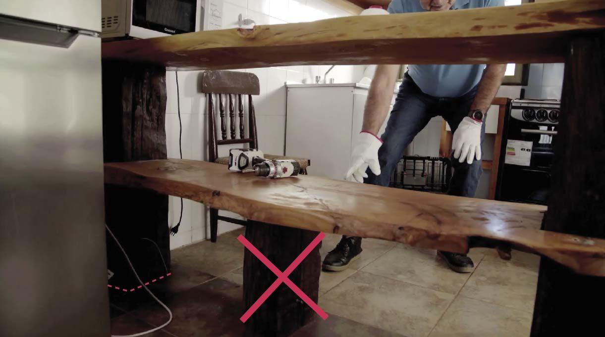 quitar elementos que estén bajo los 70 cm de la mesa para permitir la accesibilidad universal para personas con capacidades diferentes