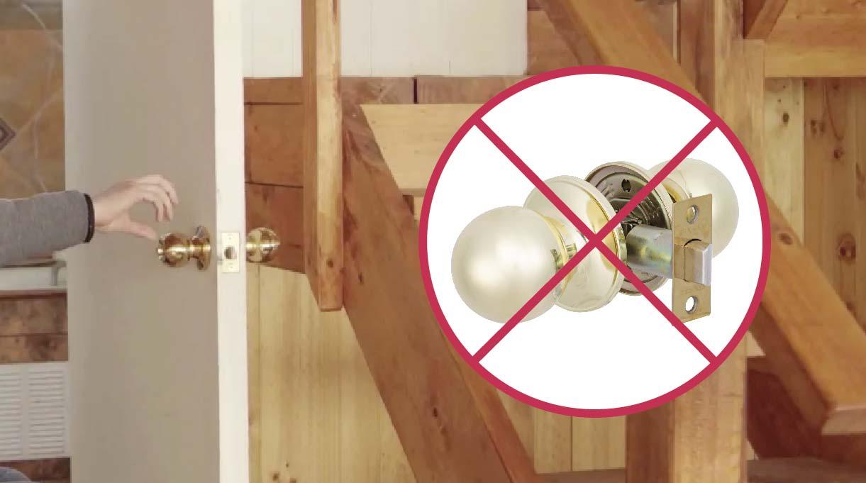 Un pomo dificulta la apertura o cierre de ellas, ya que alguien con problemas de discapacidad en las manos debe agarrarlo y girarlo