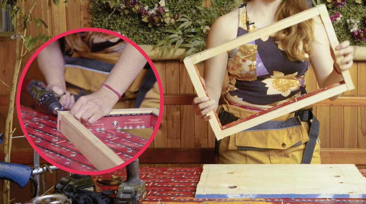 Armar el marco del molde perforando los listones para instalar los tornillos en cada esquina de las maderas