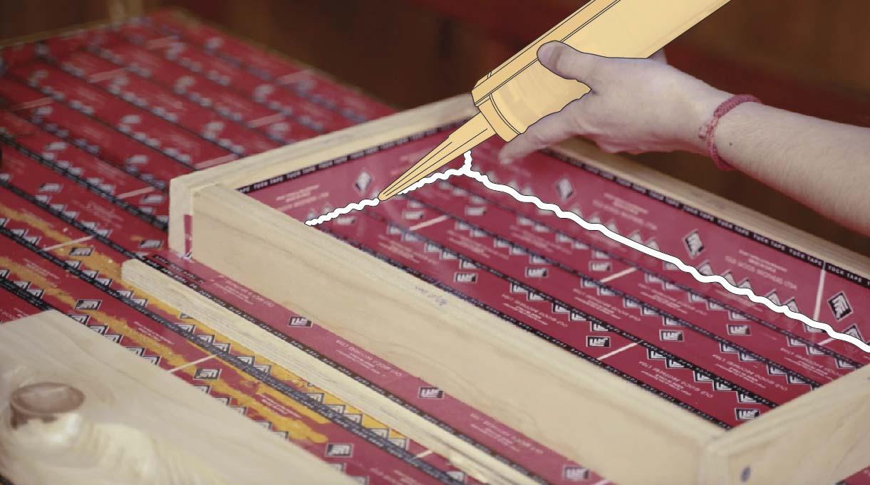 Aplicar silicona transparente n° 700 para sellar los bordes interiores del molde