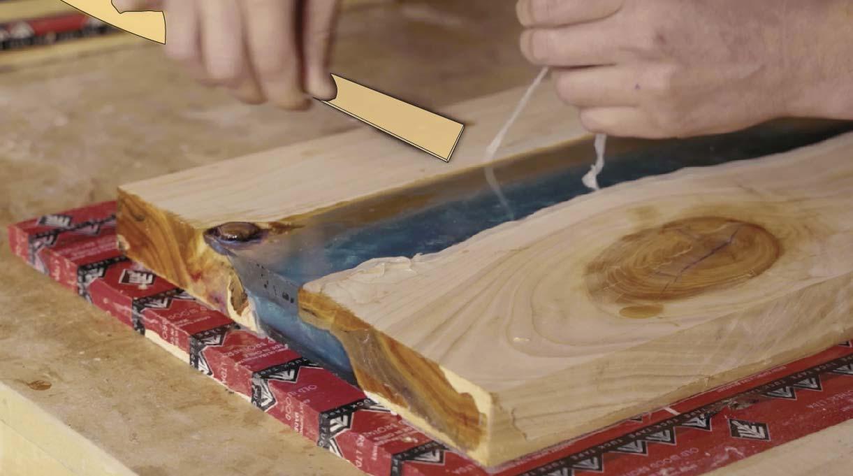 Eliminar los excedentes de silicona con la espátula