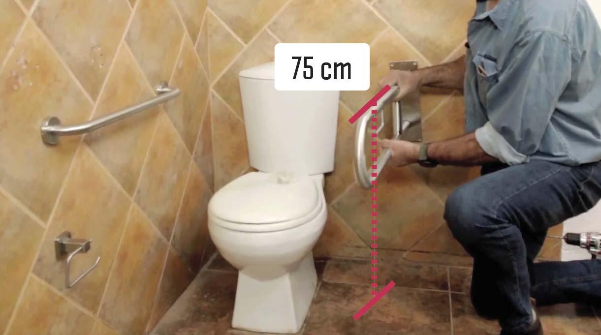 Las barras abatibles también son ideales para los baños. Deben ser instaladas a 75 cm desde el piso