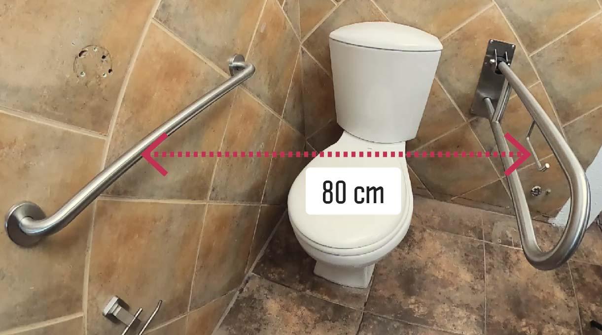 Debes dejar 80 cm de espacio en el WC entre barra y barra, para facilitar el desplazamiento en el lugar del inodoro