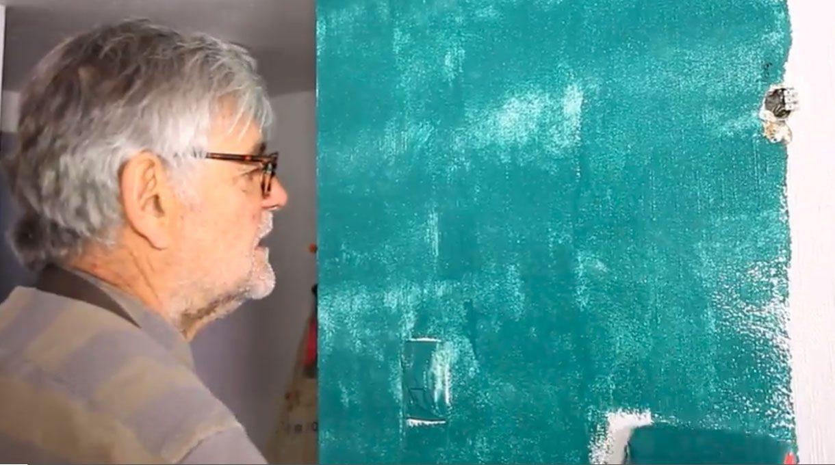 Tardel pintando una muralla de color verde